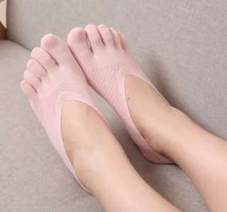 Women Low Cut Invisible Finger Socks in Pink