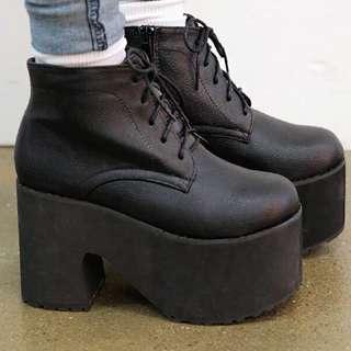 黑色厚底鞋