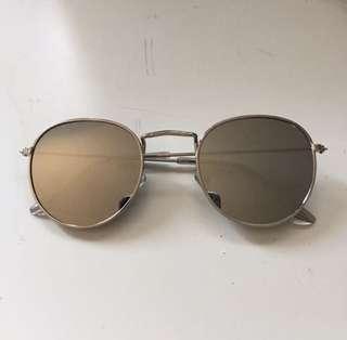 silver reflective sunglasses