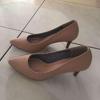 Sepatu VNC heels 5cm