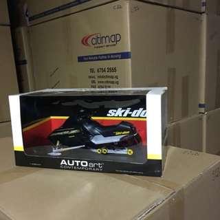 1/12 Ski-doo. Black. AutoArt