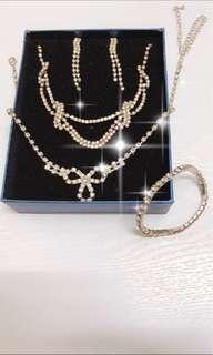 仿鑽石首飾 2條項鍊 1對耳環 一條手鍊