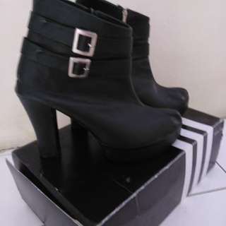 Boots Heels Hitam
