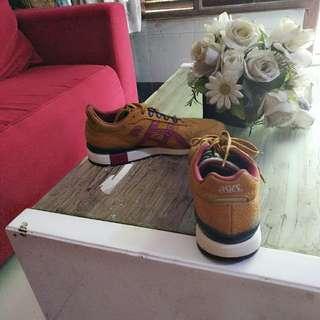 Sepatu assics