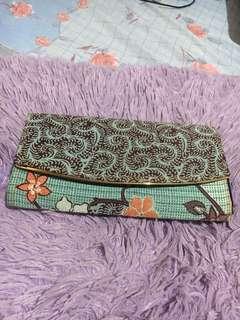 Dompet batik motif soft dan bagus. Masih mulus