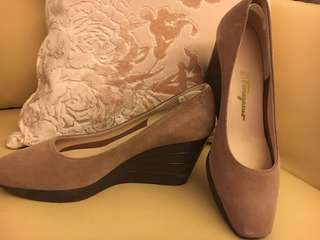 Ladies suede calf shoes