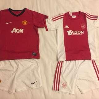 兒童正牌二手足球裝,曼聯隊和荷蘭國家隊,每套300。板橋或內湖附近捷運站面交