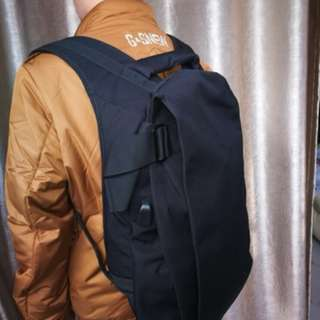 Anti thief travel / laptop backpack bag with USB