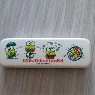 青蛙仔keroppi日本絕版1990年膠筆盒仔