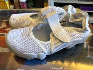 Nike 忍者鞋