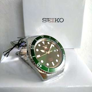 * FREE DELIVERY * Brand New 100% Authentic Seiko 5 Sports Hulk Green Dial & Green Bezel Automatic Mens Watch SRPB93K SRPB93