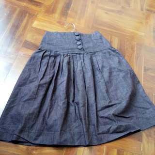 Rok Vintage Coklat Tua. Bahan Semi Jeans Panjang Dibawah Dengkul Tgi Badan 159