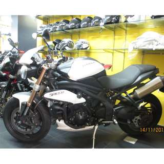 Triumph Speed Triple 1050 (2013) $13.5k D/P $1500 or $500 With Out Insurance  (Terms and conditions apply. Pls call 67468582 De Xing Motor Pte Ltd Blk 3006 Ubi Road 1 #01-356 S 408700.