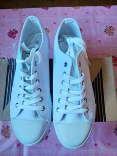 Sprint white shoes