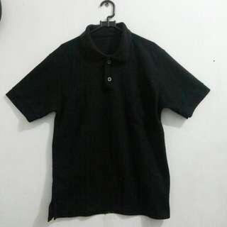 Polo hitam size S-M