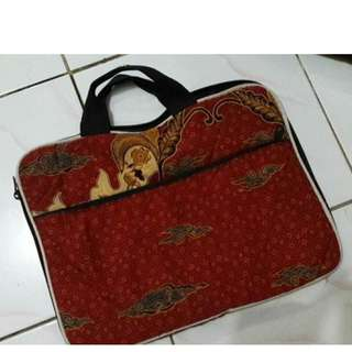 I08 Tas laptop 14inc batik