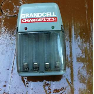 Grandcell charging station for AAA and AA batteries. In good working condition.