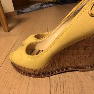 購自Le Saunda 夏季黃色船跟鞋 帶ribbon 有鞋盒