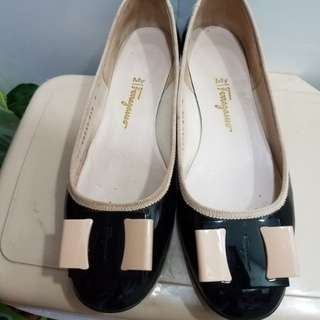 Ferragamo patent flat shoes 8D