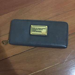 Marc Jacobs Pebbled Wallet in Cement