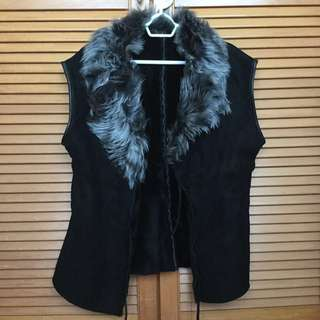 Real Sheepskin Black Suede Leather Vest Sleeveless Jacket with Toscana Fur Collar