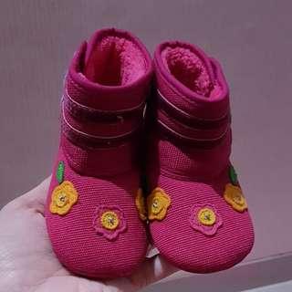 Sepatu boot pink baby 9 months