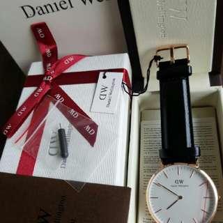 Dw daniel wellington classic White Sheffield 40mm cowok 36mm cewek cuople. Original.  Lengkap box needlepin manual book garansi dan paperbag. garansi internasional 1th.