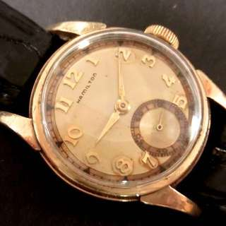 30年代 美國古董咸美頓 Vintage USA Hamilton Mechanical Manual Wind Watch 機械上鍊腕錶:100% 原裝美國制造咸美頓雙色錶面配上原裝咸美頓10K Gold Filled 混金錶殼 (Dia直徑29mm) 殼底外皮有一點氧化,working well 運作正常。