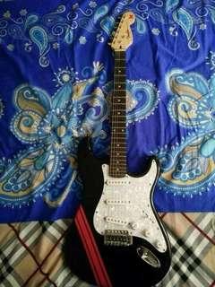 Gitar Listrik Fender Model Stratocaster Black & White Marmer Mulus Suara oke
