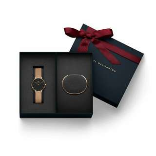 Dw daniel wellington classic Petite Black Melrose 32mm sett gelang Dw S. Original.  Lengkap box Sett Exclusive needlepin manual book garansi dan paperbag. garansi internasional 1th.
