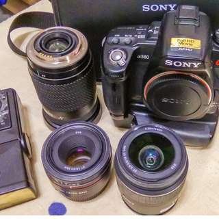 SELLING SONY A580 + BATTERY GRIP+3 LENS SET+FLASH