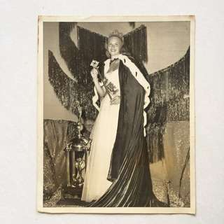 Vintage Old Photo - Old Large Black & White Photograph showing MISS USA in 1954 during a Pageant .Photo was sent to United Press for publishing (23 by 18cm) (Rare)