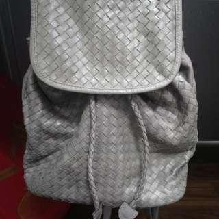 灰色 編織紋路 皮質後背包