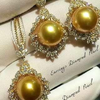 自家緬甸玉石珠寶完美追求者之選 。 價格: $57,490HKD 玉石: 南洋真珠套裝 鑽石: 0.80ct約 鑲嵌: 極致奢華18k