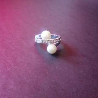 Pearl diamond-studded ring