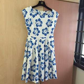 White and blue floral scoop neck sleeveless dress