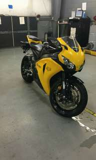 Looking to buy CBR 1000RR yaers  2008 how want to sale u vehicles old PM ME
