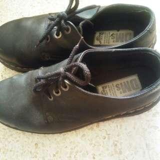 Sepatu kulit docmart