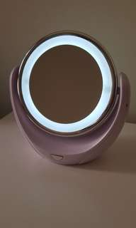 Lighted makeup mirror (2 sided) battery included