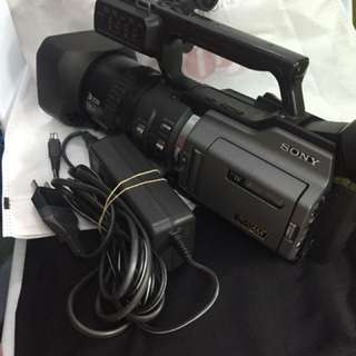 Sony video cam dsr pd170 3ccd with battery and charger