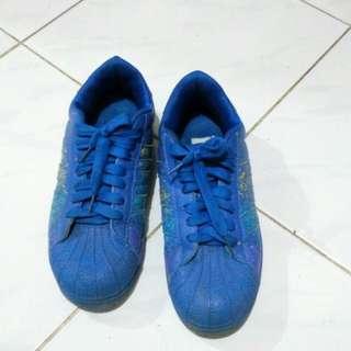 Sepatu Biru