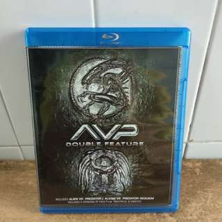 (Reserved) Alien vs Predator & Alien vs Predator Requiem - 2 Blu Ray discs - US import (original) - Both movies have the theatrical & Unrated versions.