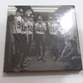 ON HAND SEALED EXO 2nd Full Album Repackage LOVE ME RIGHT (Korean)