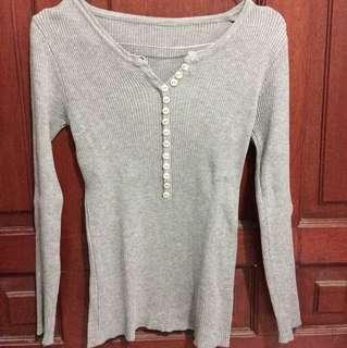 Long sleeve grey top