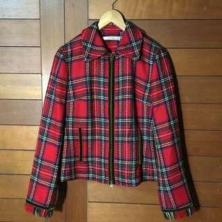 💎精選篇💎鎮上無人不曉的蘇格蘭少女騎士 紅格紋雙層外套 袖口抽鬚 拉鍊口袋邊鑲綠色緞面