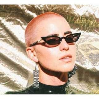 Poppy Lissiman le skinny 90s small sunglasses bella hadid kendall jenner prada luis vuitoon celine balenciaga sunglasses verge girl realisation par maurie eve bec and & bridge