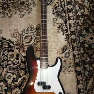 Squier Bass