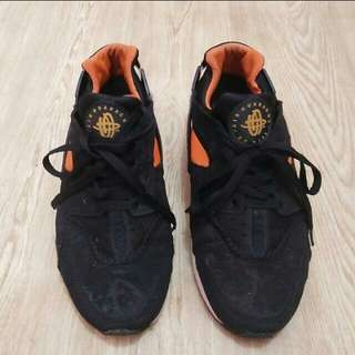 NIKE HUARRACHE black orange 44