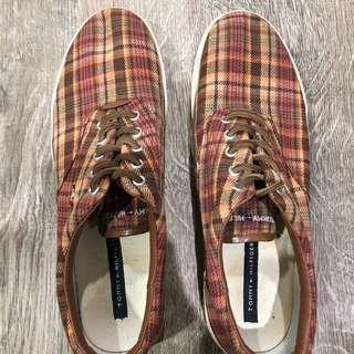 SALE 2,000 PESOS: Tommy Hilfiger Printed Shoes
