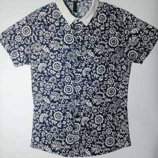 Blue and white floral short sleeved top